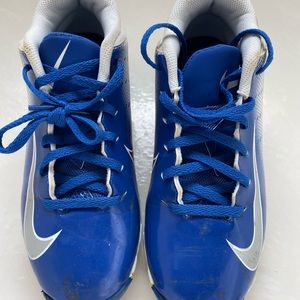 Nike Boys size 5Y cleats - great condition!